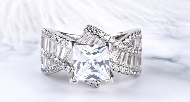 NOBLE PRINCESS CUT RING